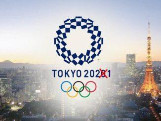 Logo Olimpiadi Tokio 2020 in cui in numero 2020 è barrato e sostituito con 2021.